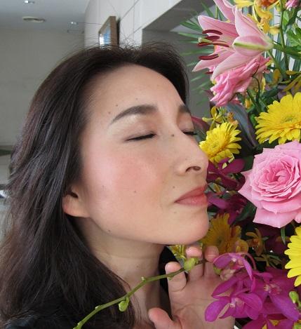 花の香りにうっとり 小.jpg
