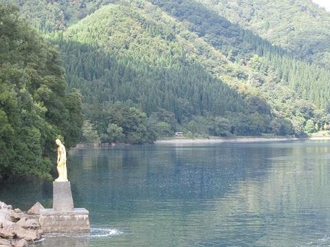 buroguたつこ姫&田沢湖1.jpg